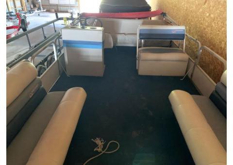 Cruise into Summer with a 1989 Suncruiser Pontoon!